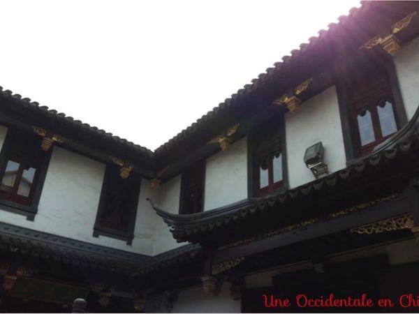 ob_c66a4c_interieur-temple-du-dieu-de-la-ville